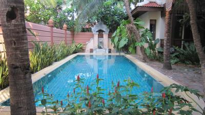 3 Single Houses Made Of Teak Wood In Balinese Style With Private Swimming Pool In Thonglor
