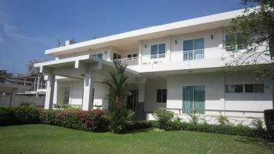 Large And Spacious 5 Bedroom Single House With Private Pool In Ekamai For Rent